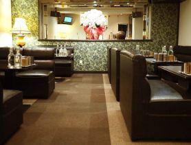 Lounge 白い虹(シロイニジ) 心斎橋ラウンジ SHOP GALLERY 1