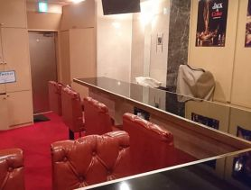 Premium Bar Red Carpet(レッドカーペット) 赤坂ガールズバー SHOP GALLERY 1