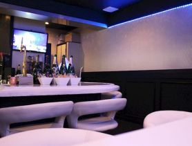 Girl's Bar LaLuna (ラルナ) 奈良ガールズバー SHOP GALLERY 2
