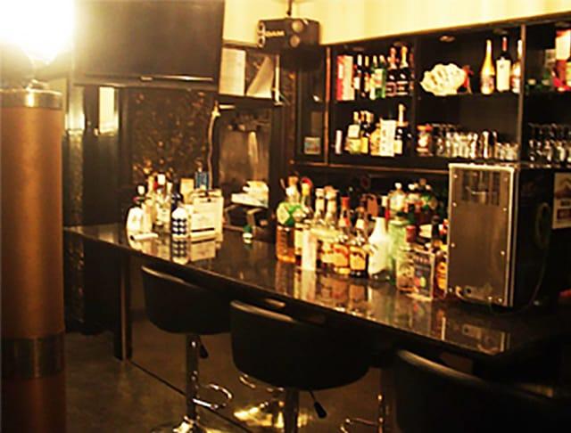 Bar LOL<バー エルオーエル> 歌舞伎町 ガールズバー SHOP GALLERY 1